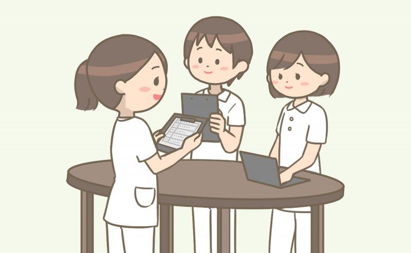 日勤メンバーから申し送りを受ける病棟看護師(夜勤)のイラスト
