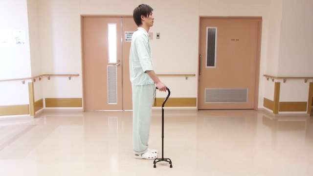 四点杖を使用する歩行介助 | 歩行介助【4】