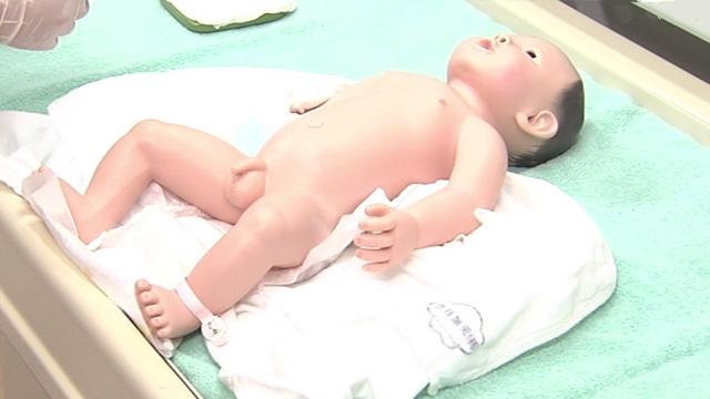 下肢を拭く | 新生児の全身清拭【6】