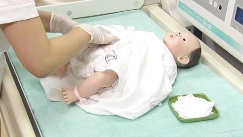 おむつ交換の実施 | 新生児の排泄介助(おむつ交換)【2】