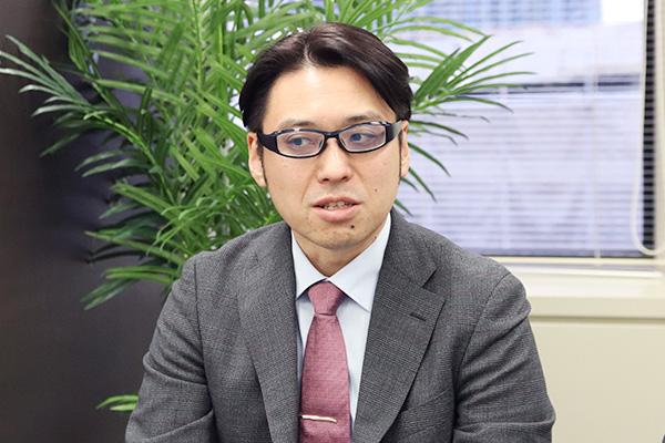 大塚医師が話している写真。