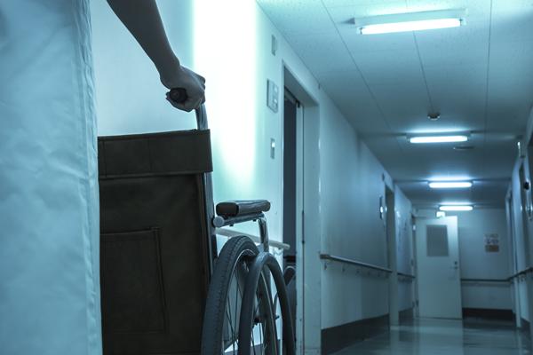 夜勤をする看護師のイメージ写真