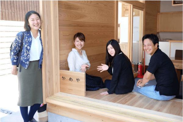 奈良県の奥大和地域で活動する4人のコミュニティナースの写真