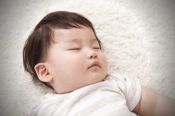 眠っている幼児のイメージ写真