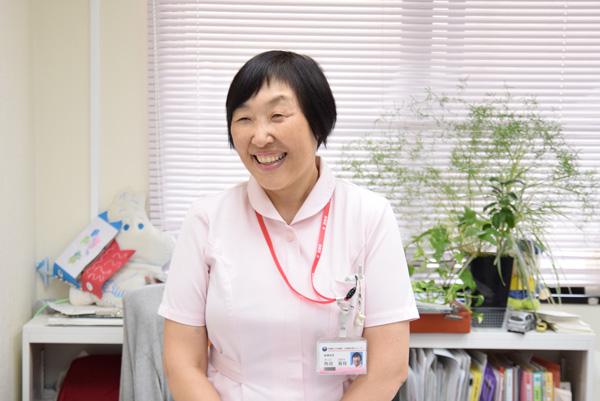 笑顔の角田さんの写真