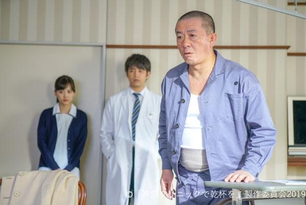 患者の父親約の三又又三さんが病室へ訪れるシーン