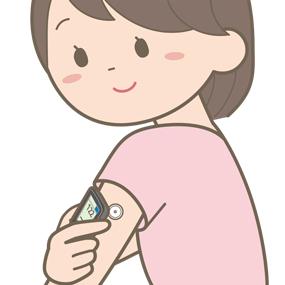 24時間自己血糖測定器を装着している患者さんのイラスト