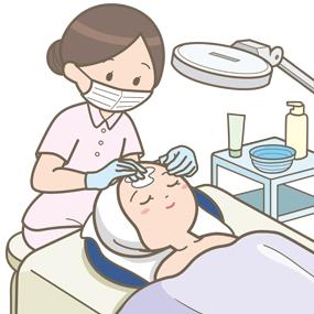 美容皮膚科で顔にクリームを塗っている看護師のイラスト