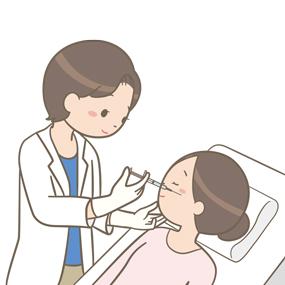 患者の顔に注射を打つ医師のイラスト