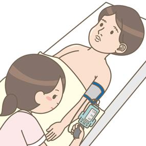 高性能シュミレーターを使って看護学生が血圧測定を行っているイラスト