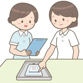新人看護師が先輩看護師と点滴をダブルチェックしているイラスト
