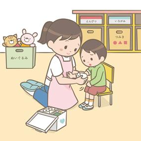看護師が保育園で幼児の怪我の応急手当をするイラスト
