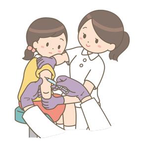 予防接種を受ける学童(女子)のイラスト