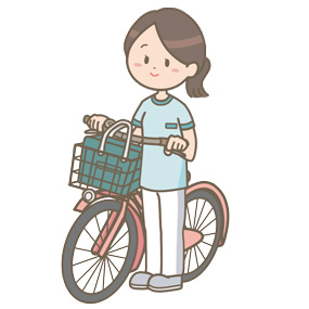 訪問看護師が自転車の横に立っている(全身)です。カゴに鞄を入れ、自転車の脇に立っています。