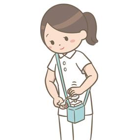 看護師がアルコールスプレー携帯用ウエストポーチを使用して手指消毒を行うイラスト