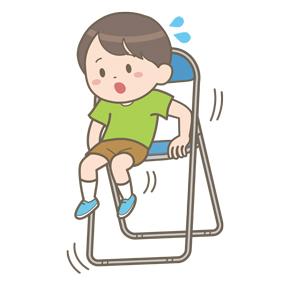 パイプ椅子に腰掛ける幼児が転落しそうになっているイラスト