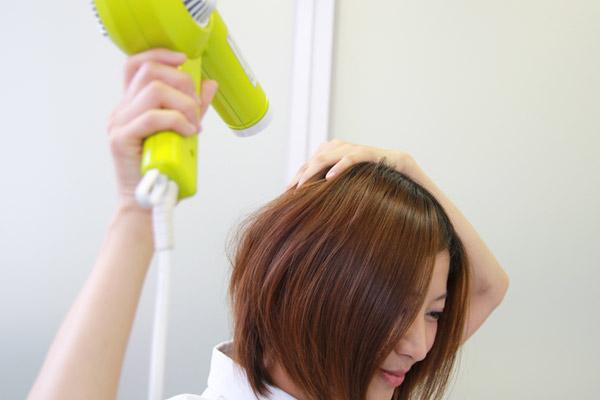 看護師のまとめ髪テク【番外編1】ぺたんこ・うねりも解決! 正しいドライヤーの使い方004