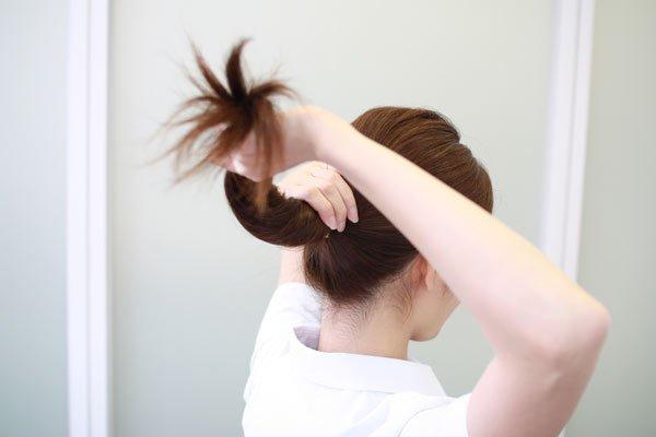 20秒でできるお手軽お団子ヘア  ナースの仕事に使える髪型・まとめ髪テク【vol.2】