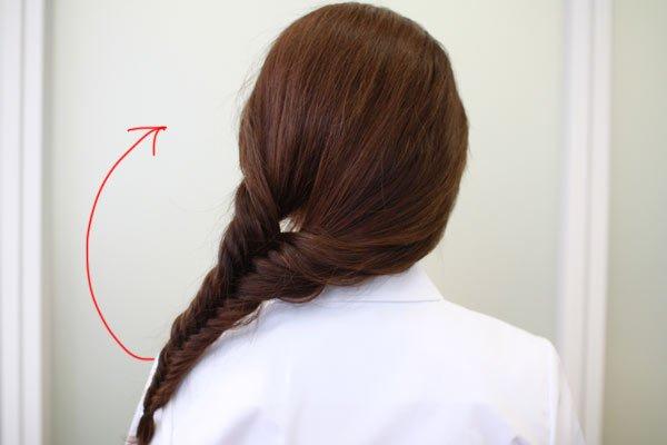看護師のまとめ髪テク【vol.5】 | これ1つで髪型の幅が広がる! フィッシュボーンに挑戦【後編】
