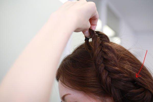 これ1つで髪型の幅が広がる!フィッシュボーンに挑戦【後編】| ナースの仕事に使える髪型・まとめ髪テク【vol.5】