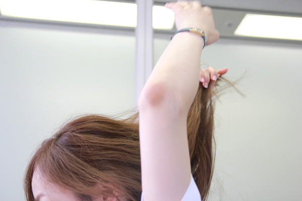 梅雨時のまとまらない髪に。ベタつかないヘアワックスの使い方★美容師直伝   看護師のまとめ髪テク【番外編5】010