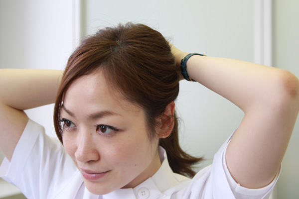 梅雨時のまとまらない髪に。ベタつかないヘアワックスの使い方★美容師直伝   看護師のまとめ髪テク【番外編5】019