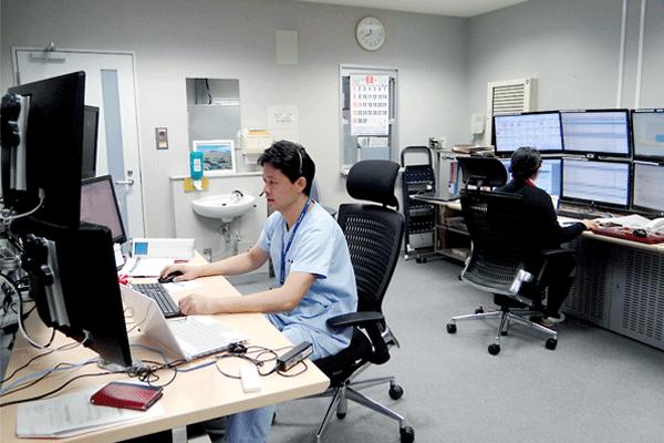 昭和大学病院内に設置された支援センターShowa eConnectの様子