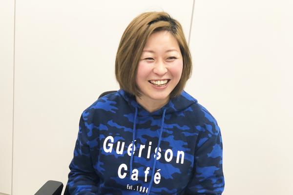 当事者の自己理解と周囲からの理解があれば、看護の現場で働き続けることは可能と笑顔で語る沖田✕華さんの写真