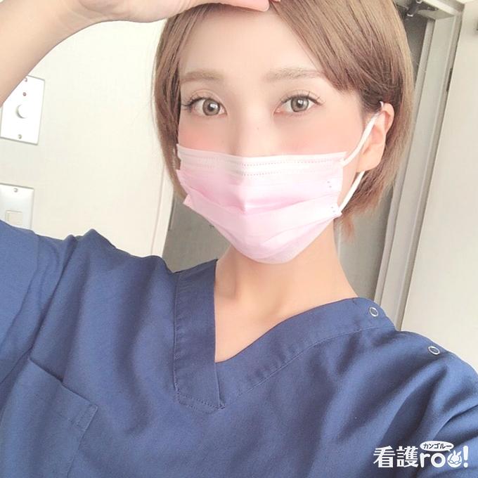手術着を着用した石川亜希さんの写真