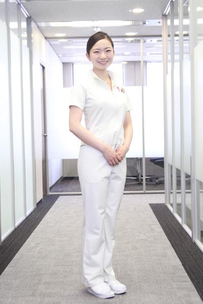 川嵜恵里さんのナース服スタイル|気になるナースのON★OFFスナップ【12】|看護師専用Webマガジン【ステキナース研究所】
