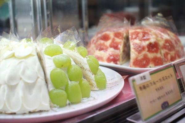 果実園目黒本店の朝ごはんでは、ケーキやパフェにも旬の果物がごろごろ!