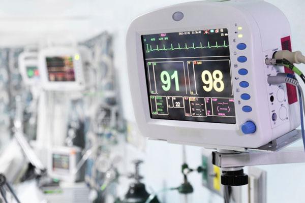 医療機器の進歩で看護師の仕事が増えた?驚きの調査結果とは