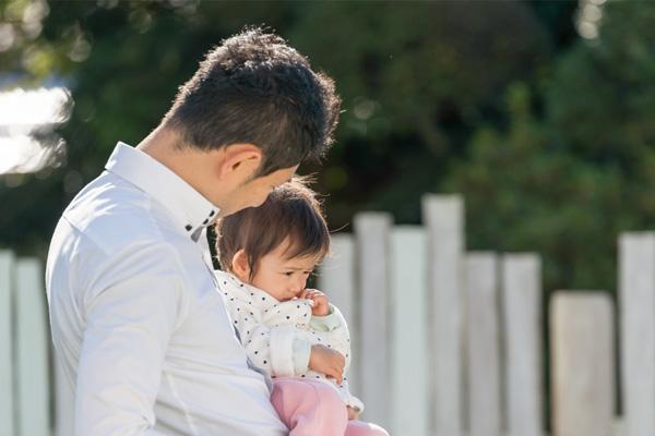子どもにとって必要な、人を信頼していくための心の基盤となる「愛情・愛着」の感情を育てる役割