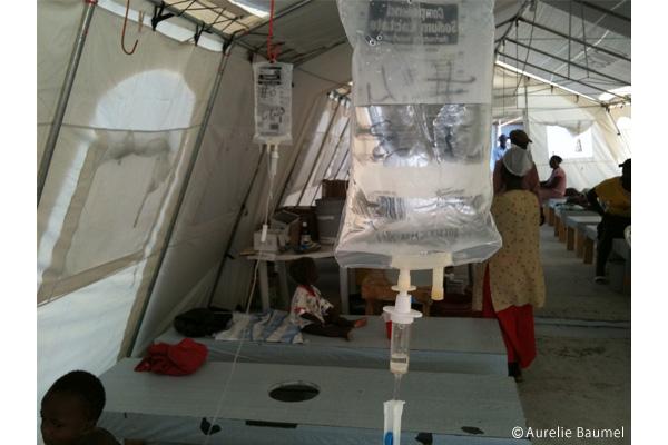 MSFは首都ポルト―プランスに20ヵ所以上の治療センターを設置した