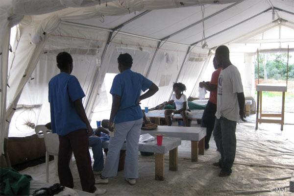 MSFのテント病院内の様子