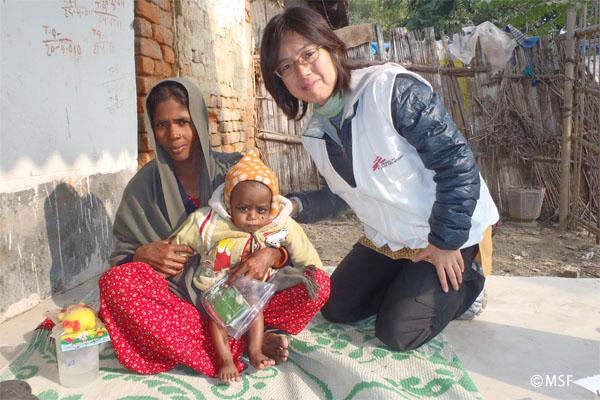 MSFの栄養失調治療外来に来た親子