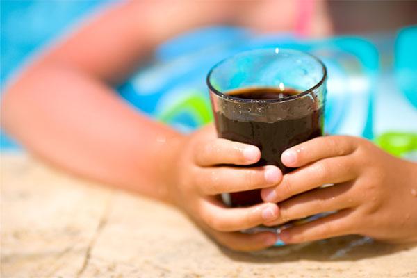 アメリカの10代以下の子どもたちの過半数は水分摂取が十分でなく、軽度の脱水状態にある