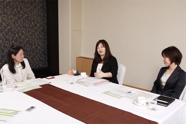左から、がん看護専門看護師の吉田智美氏、田中結美氏、二宮由紀恵氏