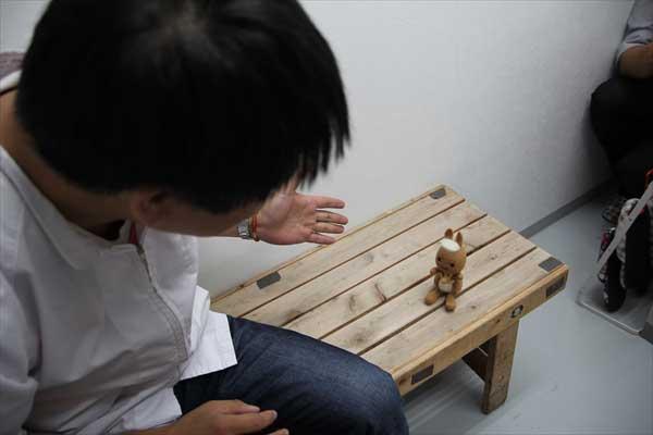 ハンバーグの説明をする平岡さん|かんごるーのおでかけ【6】|看護師専用Webマガジン【ステキナース研究所】