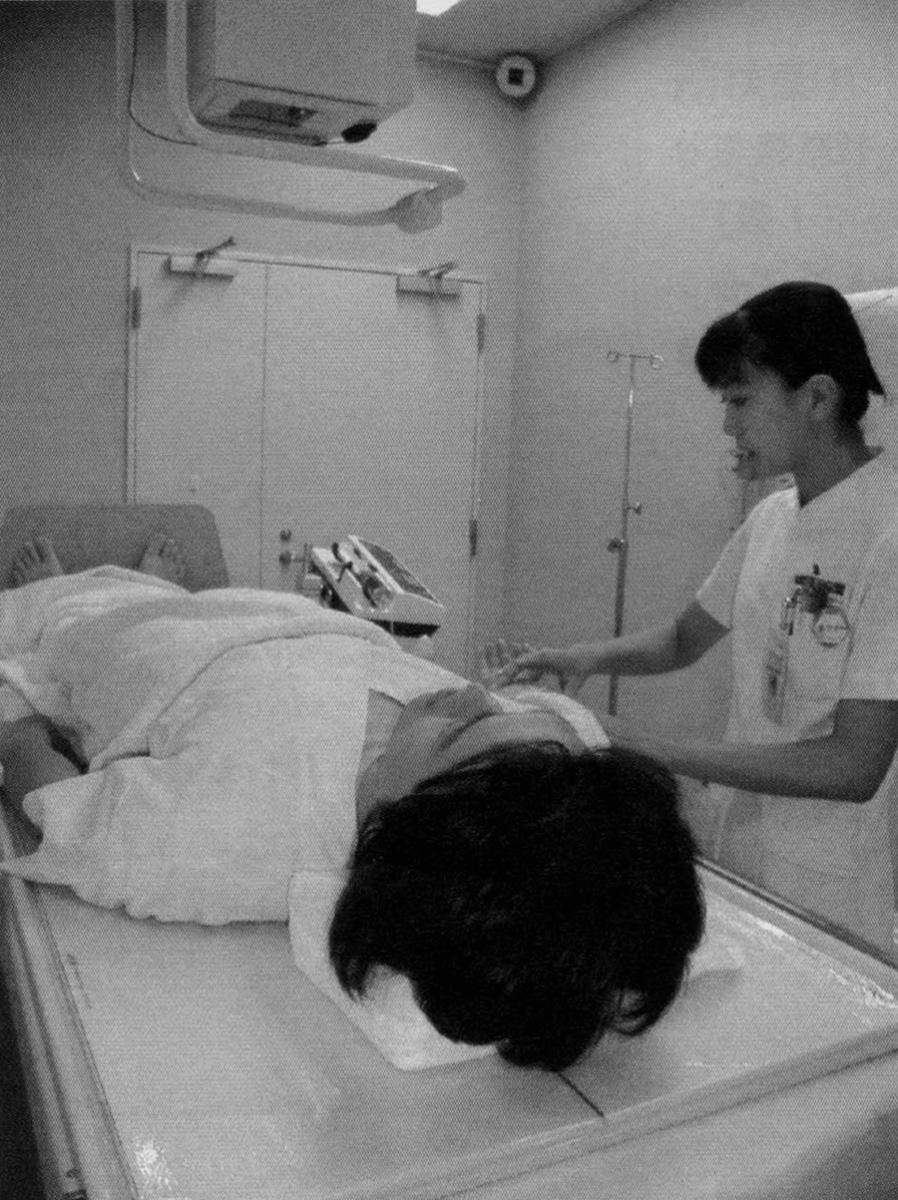IVP検査(造影剤注入中)