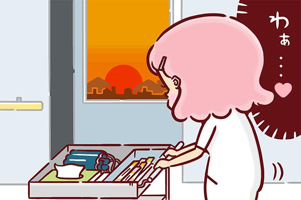 仕事中、夕日の綺麗さに感動する看護師のイラスト。