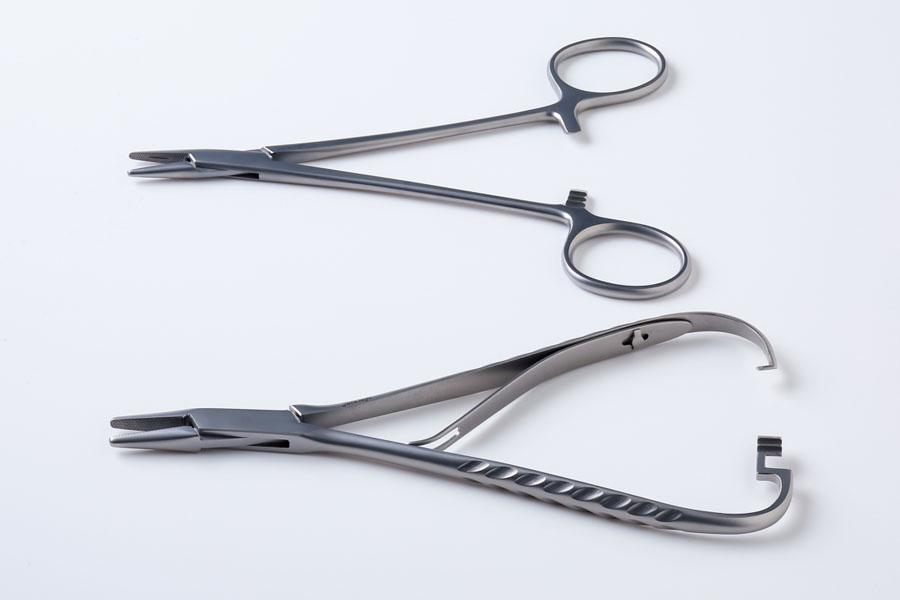ヘガール持針器とマチュー持針器の構造