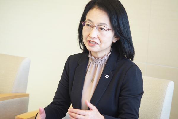 認定看護師の制度変更について説明する日本看護協会常任理事の荒木暁子さん